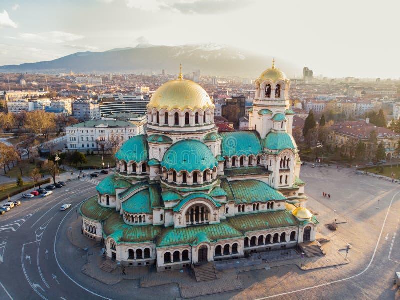 Ortodox domkyrka Alexander Nevsky, i Sofia, Bulgarien Flygfotografering i solnedgången arkivbilder