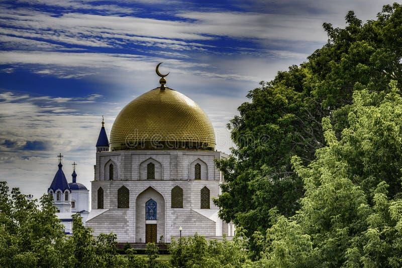 Ortodox domkyrka för härlig ryss under blå himmel royaltyfri bild