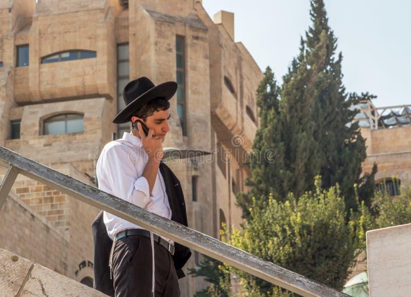 Ortodox judisk man i Jerusalem arkivbilder