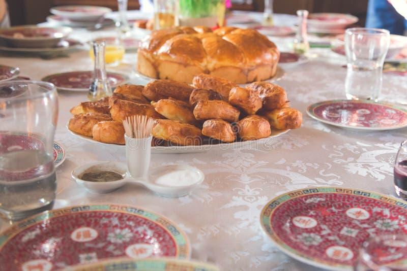 Ortodox jul på tabellen Julbröd royaltyfria bilder