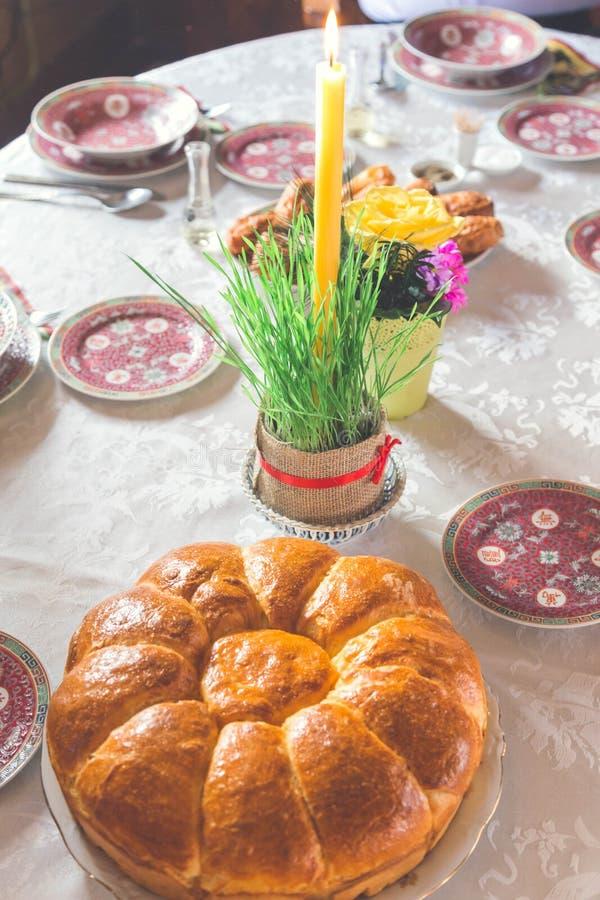 Ortodox jul på tabellen Jul panerar och undersöker royaltyfri fotografi