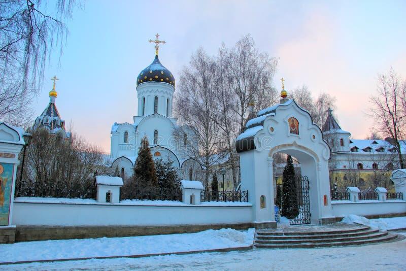 Ortodox kloster tidigt på morgonen royaltyfri fotografi