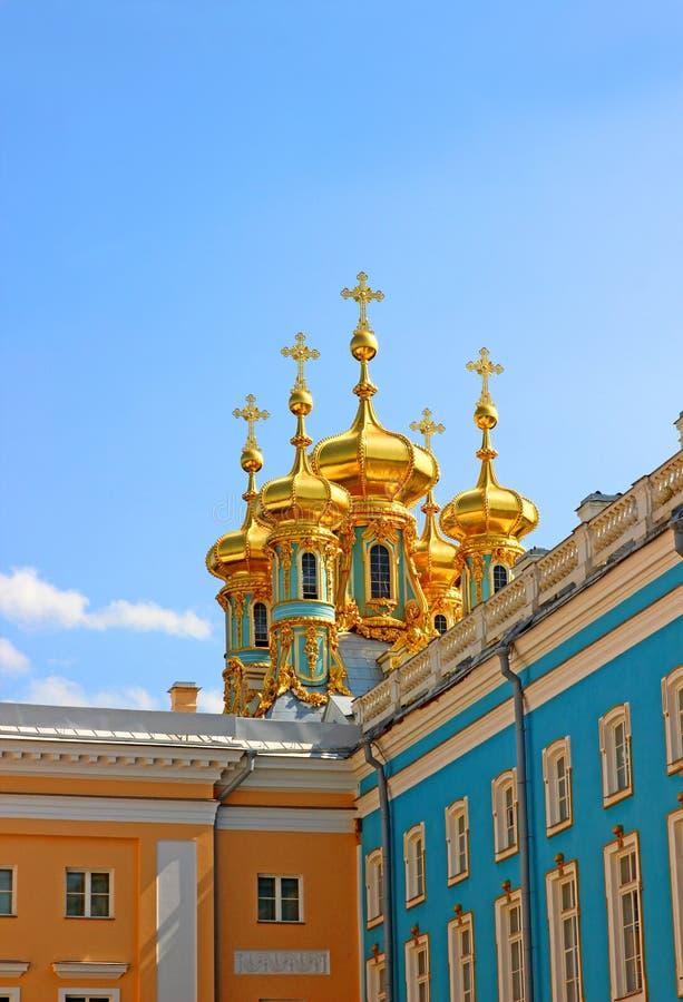 Ortodox kyrka av uppståndelsen i Catherine Palace i Pushk arkivbilder