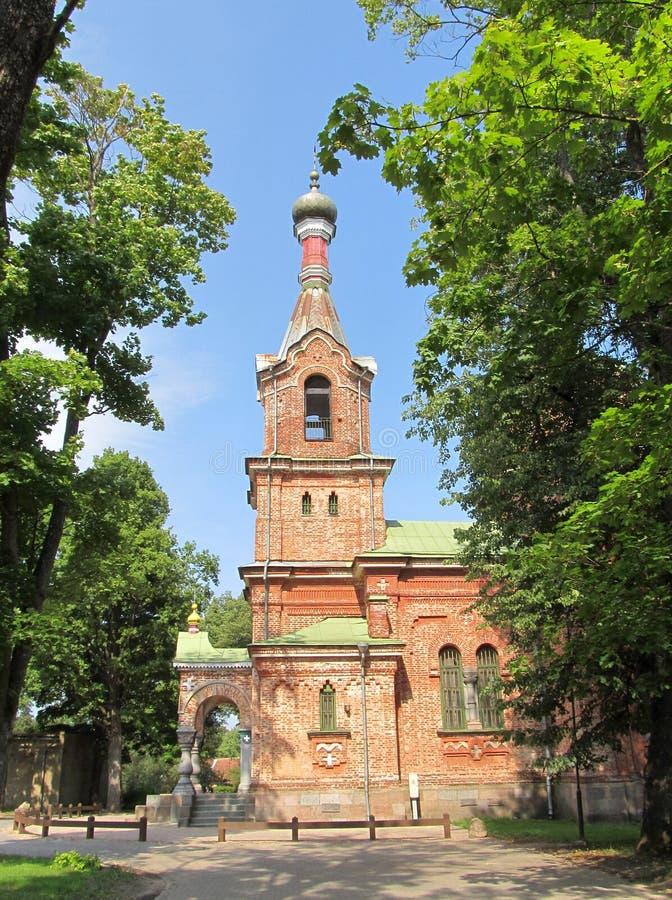 Ortodox kyrka i Kuldīga. Lettland. royaltyfria foton
