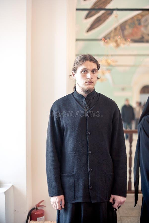 Ortodox liturgy med bishopen Mercury i Moscow royaltyfri bild