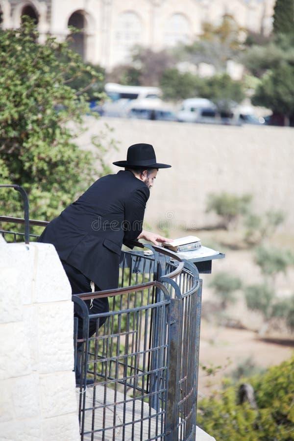 ortodoxt avvärja för judisk man arkivfoto