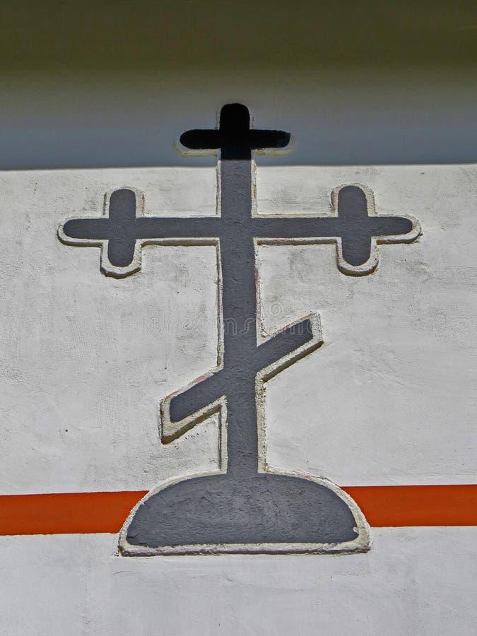 Ortodoxt kristenkors på en vägg royaltyfria foton