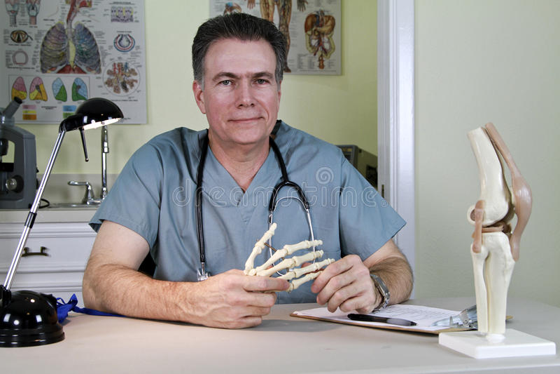 Ortopedisk doktor Bilda Hjälpmedel royaltyfri bild
