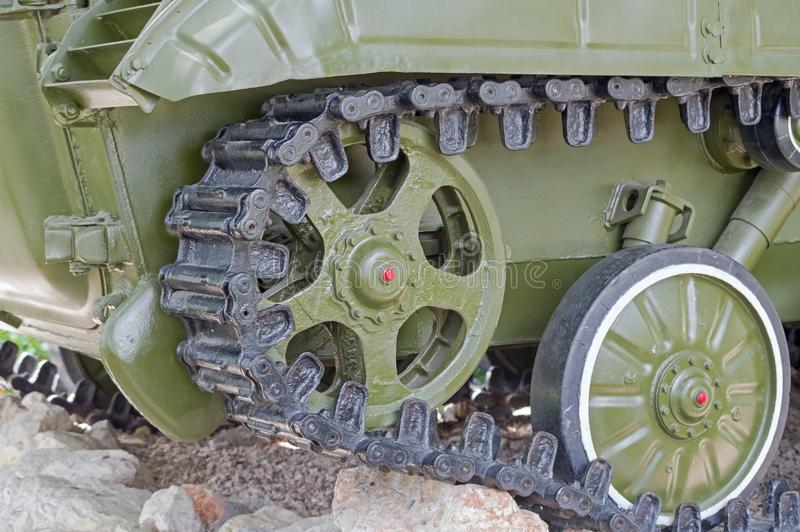 Orugas del tanque viejo fotos de archivo