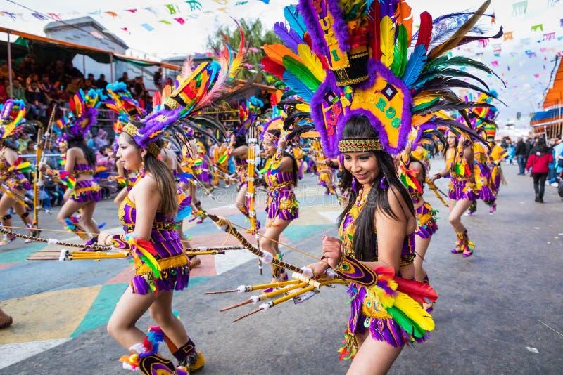 ORURO BOLIVIA - FEBRUARI 10, 2018: Dansare på den Oruro karnevalet in arkivbilder