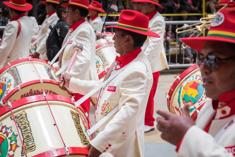 ORURO BOLIVIA - FEBRUARI 10, 2018: Dansare på den Oruro karnevalet in arkivfoton
