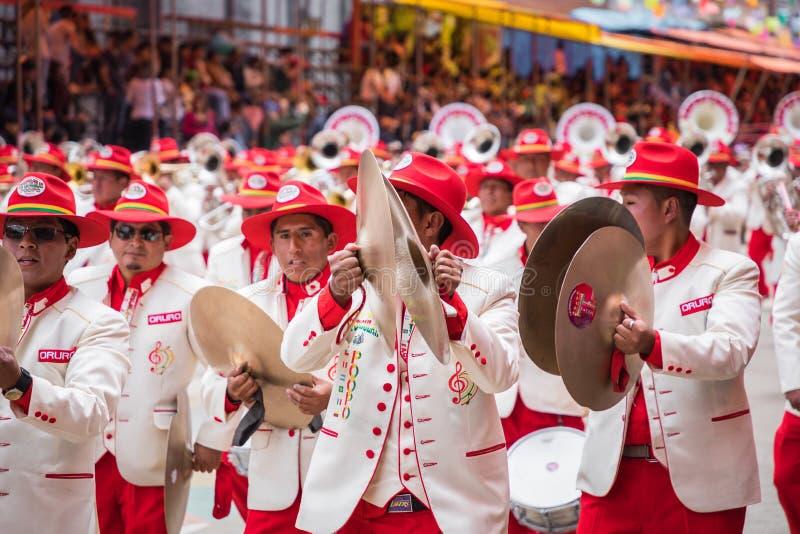 ORURO BOLIVIA - FEBRUARI 10, 2018: Dansare på den Oruro karnevalet in royaltyfria bilder