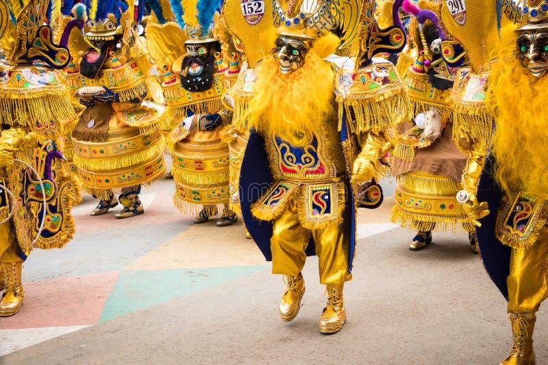 ORURO BOLIVIA - FEBRUARI 10, 2018: Dansare på den Oruro karnevalet in royaltyfri foto