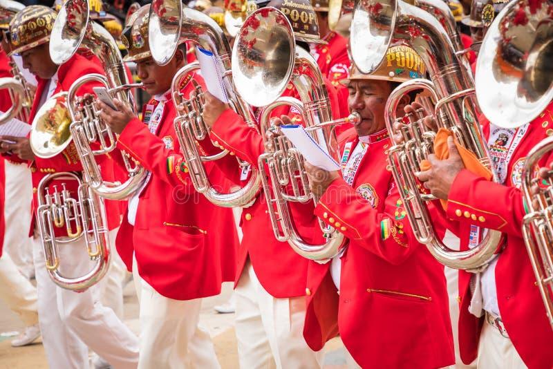 ORURO BOLIVIA - FEBRUARI 10, 2018: Dansare på den Oruro karnevalet in royaltyfri bild