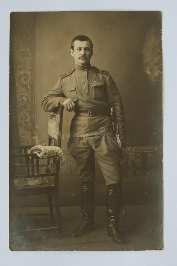 Oryginału 1917 antykwarska fotografia Cesarski Rosyjski oficer wojskowy zdjęcia stock