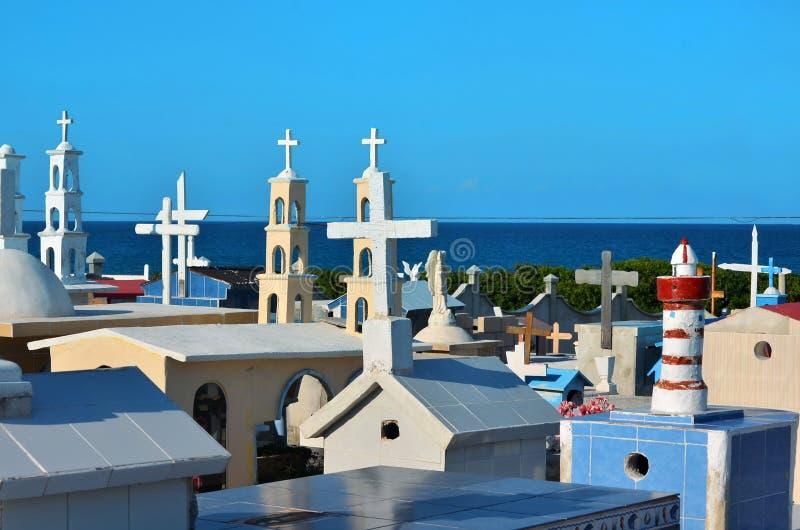Oryginalny cementary na tropikalnej wyspie obrazy stock