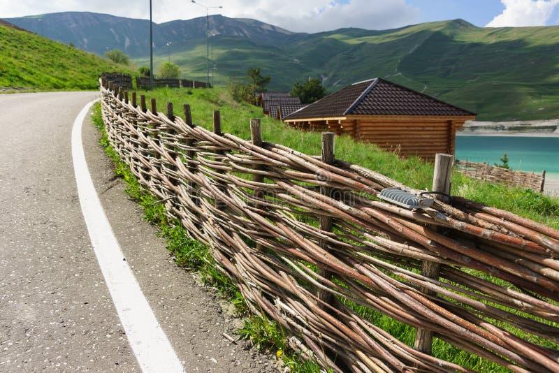 Oryginalny ogrodzenie wzdłuż drogi tkane długie gałąź zdjęcie stock