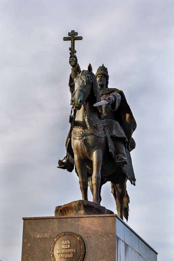 ORYOL, RUSIA - OKTOBER 14, 2018: Un monumento a Ivan Terrible imagenes de archivo