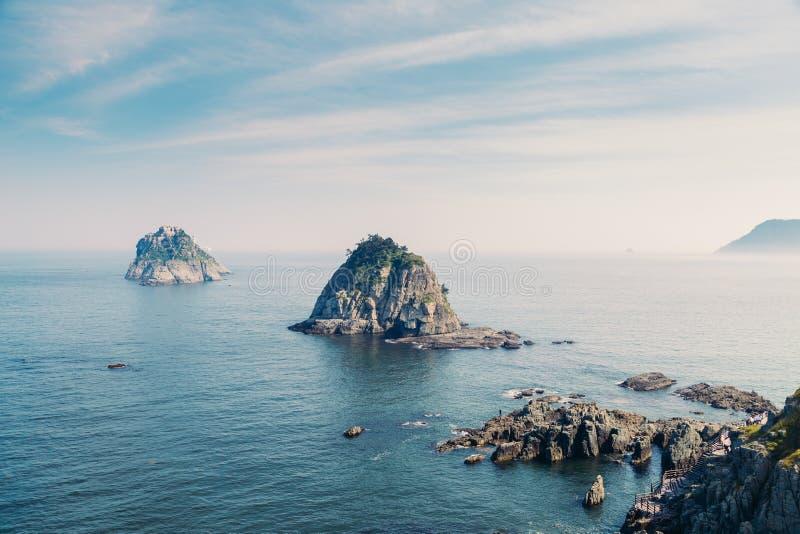 Oryukdoeilanden met blauwe oceaan in Busan, Korea royalty-vrije stock fotografie