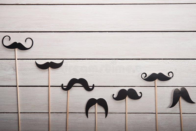 Os acessórios do casamento ajustaram o bigode imagens de stock royalty free