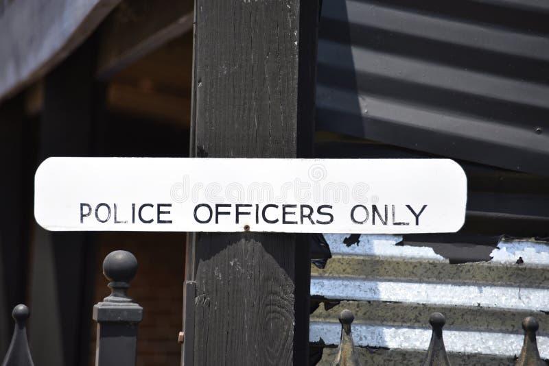 Os agentes da polícia designaram somente a área fotos de stock