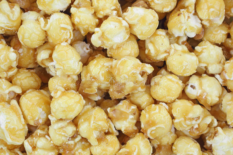 Os amendoins da pipoca de Carmel fecham-se fotografia de stock
