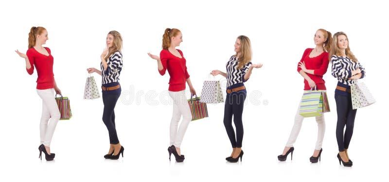 Os amigos com os sacos de compras isolados no branco fotos de stock