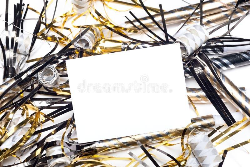 Os anos novos party chifres com o cartão em branco do convite imagem de stock