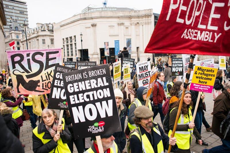 Os anti protestadores do governo na Grâ Bretanha quebram-se/eleições gerais demonstração agora em Londres imagens de stock