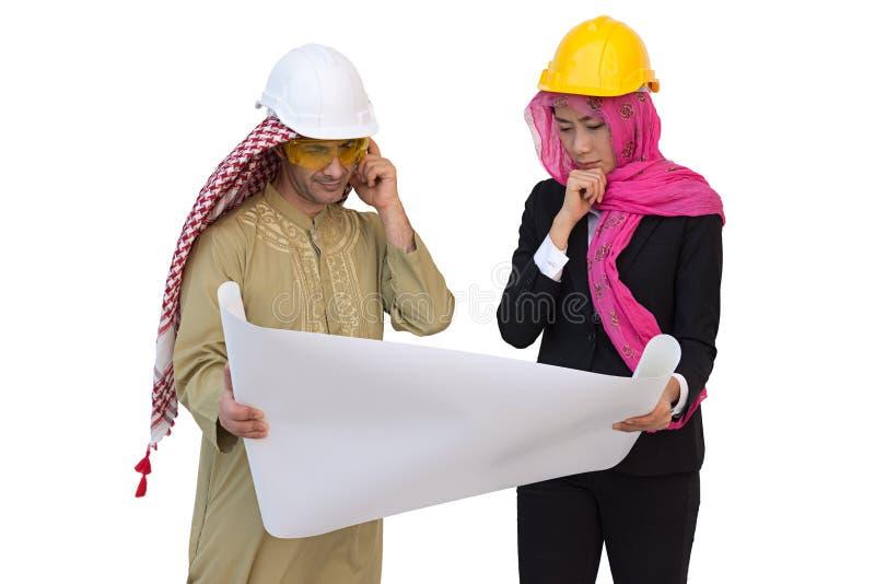 Os arquitetos árabes estão planejando o projeto novo wi isolados do fundo fotos de stock