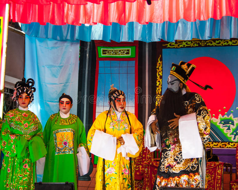 Os atores aparecem em uma mostra pública foto de stock royalty free