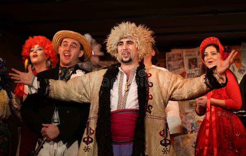 Os atores executam a mostra ucraniana dos povos fotografia de stock royalty free