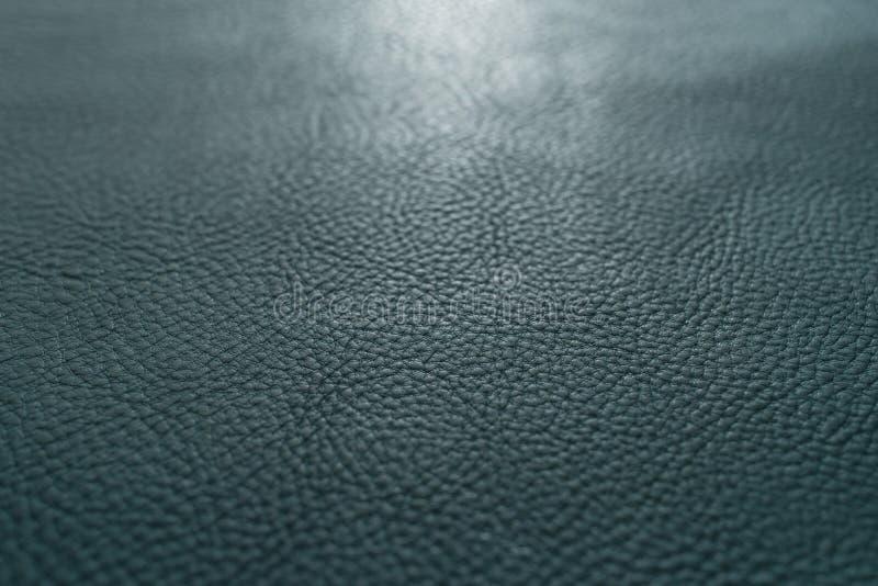 Os azuis marinhos colorem a textura e o fundo granulados, pesados do couro da vaca da vitela da grão fotografia de stock royalty free