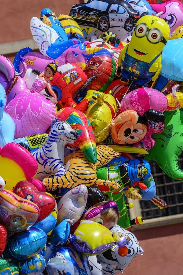 Os balões coloridos fotografia de stock