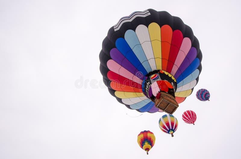 Os balões de ar quente ascensão no céu Hudson Hot Air Affair fotos de stock royalty free