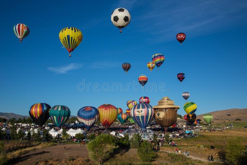 Os balões de ar quente tiram em Reno, Nevada fotografia de stock