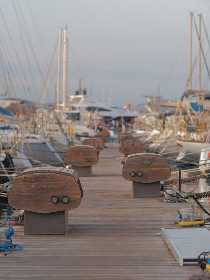 Os barcos entraram ao lado do cais fotos de stock royalty free