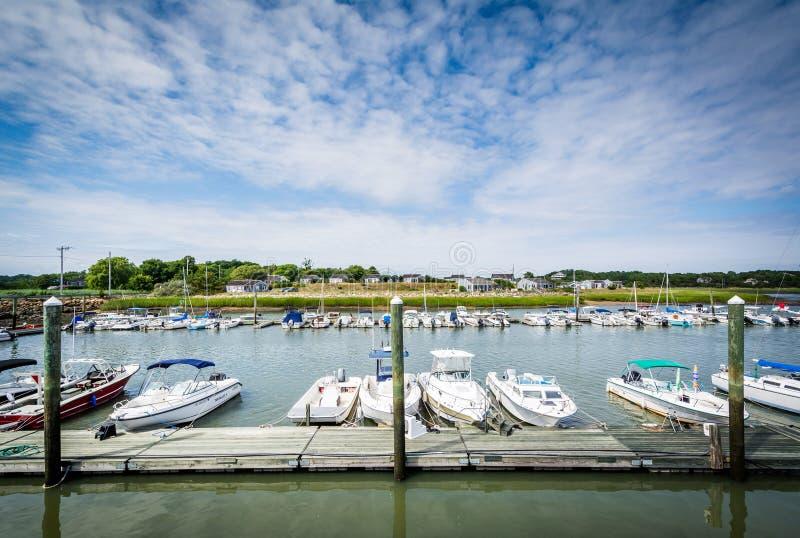 Os barcos entraram em Wellfleet, Cape Cod, Massachusetts imagens de stock royalty free