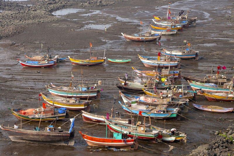 Os barcos entraram na jarda, Diveagar, Maharashtra fotografia de stock