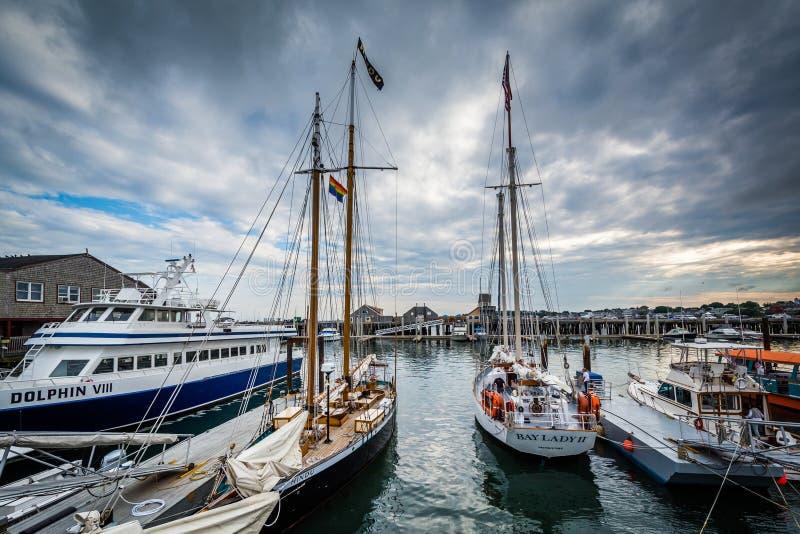 Os barcos entraram no cais de MacMillan, em Provincetown, Cape Cod, M foto de stock royalty free