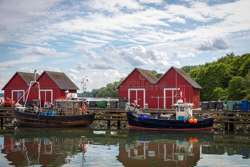Os barcos estão no porto de pesca de Boltenhagen imagens de stock royalty free