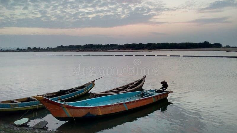 Os barcos no rio Godavari foto de stock