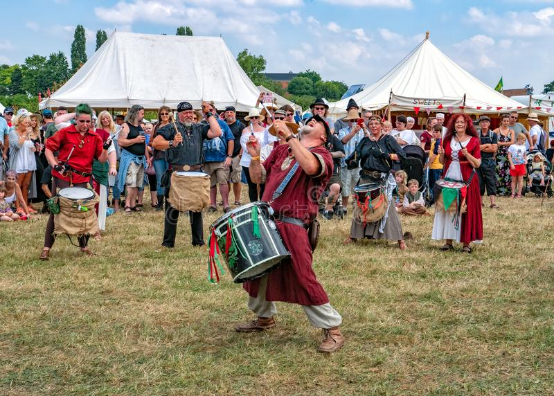 Os bateristas do Pentacle, festival medieval de Tewkesbury, Inglaterra imagens de stock