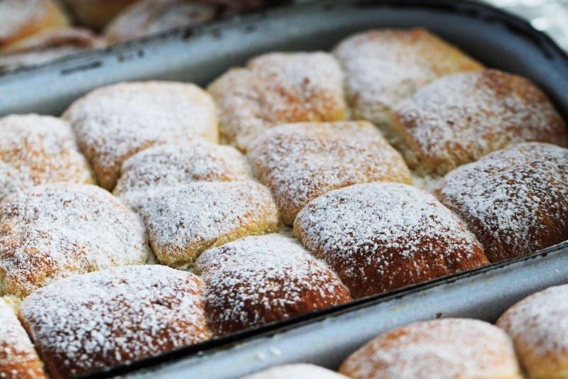 os bolos checos tradicionais enchem-se pelo doce do fruto imagens de stock