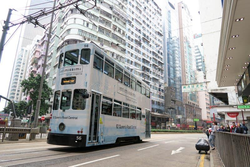 Os bondes do ônibus de dois andares são atração turística em Hong Kong fotos de stock royalty free