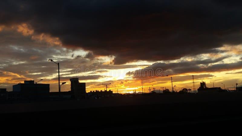 | Os céus azuis estão vindo para nós | imagem de stock