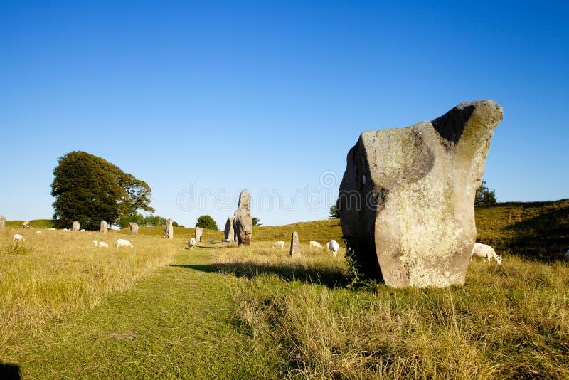 Os círculos do henge e da pedra de Avebury são uma das grandes maravilhas de Grâ Bretanha pré-histórica imagem de stock