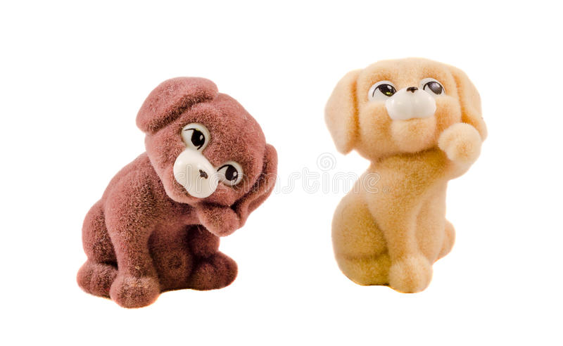 Os cachorrinhos macios marrons e bege diminutos fecham acima, o fundo branco fotos de stock royalty free