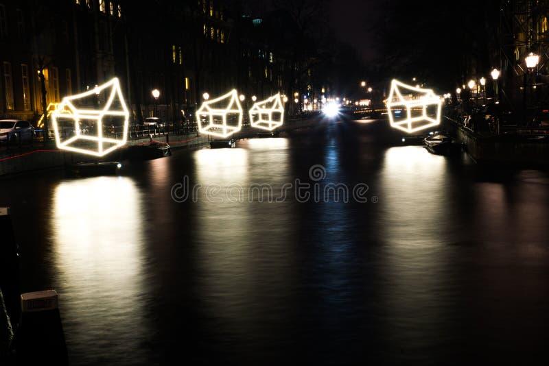 Os canais de Amsterdão, Países Baixos durante o fetival da luz fotografia de stock royalty free