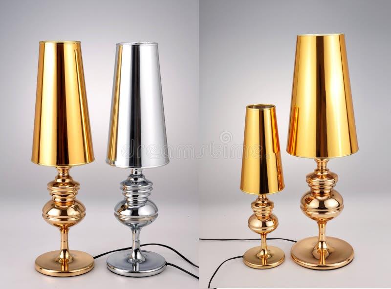 Os candeeiros de mesa dourados e de prata, tabela luxuosa iluminam-se fotos de stock royalty free